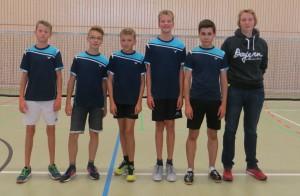 von links: Jan Lennart, Adrian, Jan, Felix, Ben und die Trainerin Kristina